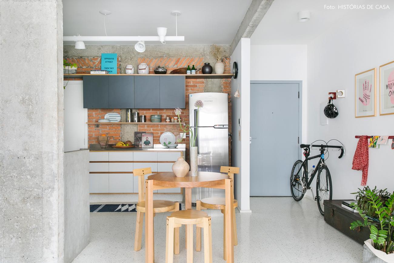 17-decoracao-apartamento-cozinha-integrada-parede-tijolinho-concreto