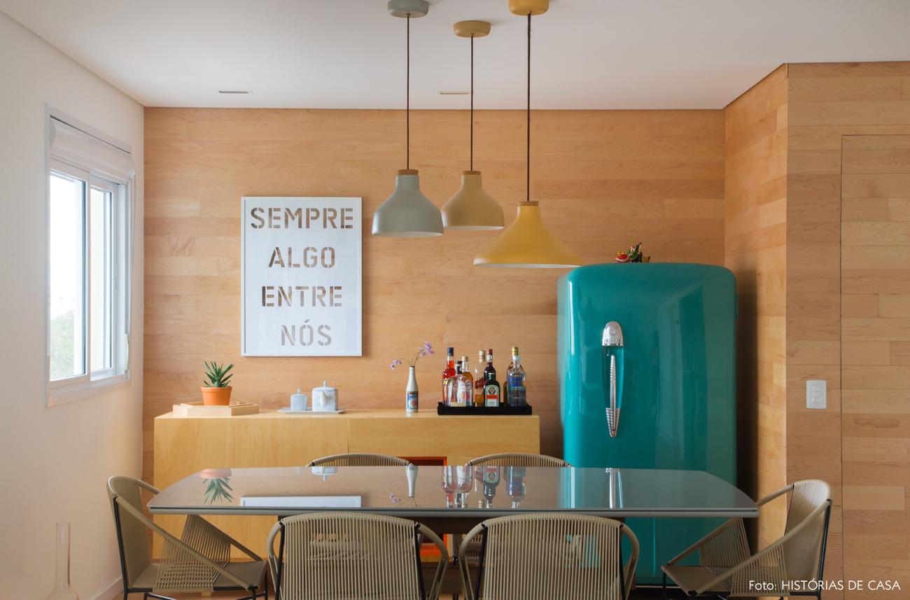 18-decoracao-apartamento-sala-de-jantar-painel-de-madeira