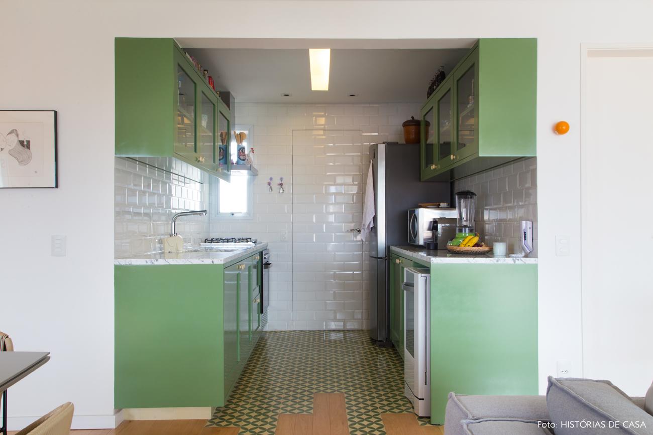 22-decoracao-apartamento-cozinha-verde-pistache-integrada