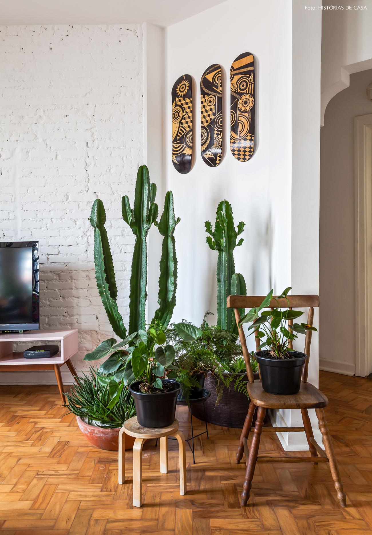 25-decoracao-sala-com-plantas-cactos-vasos