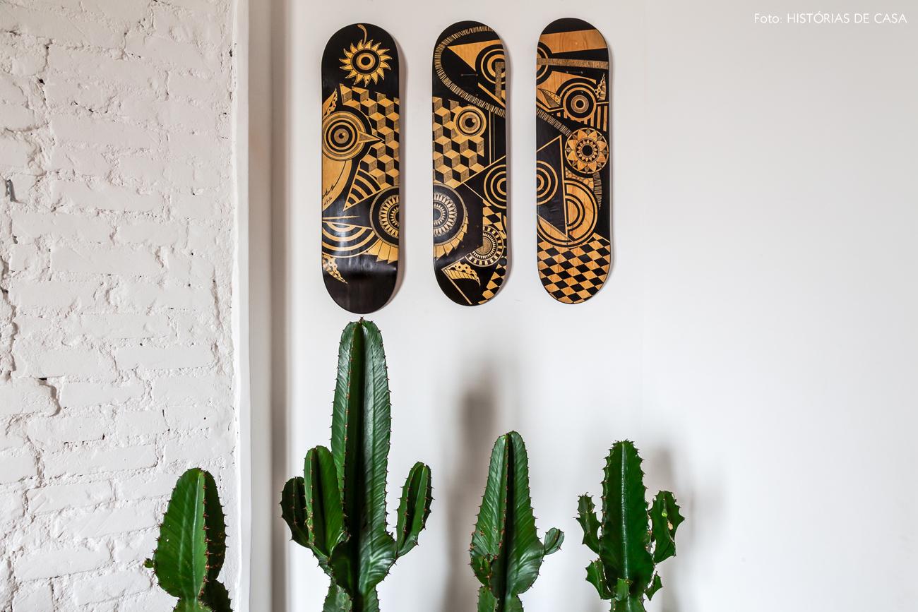 26-decoracao-sala-com-plantas-cactos-shapes-skate