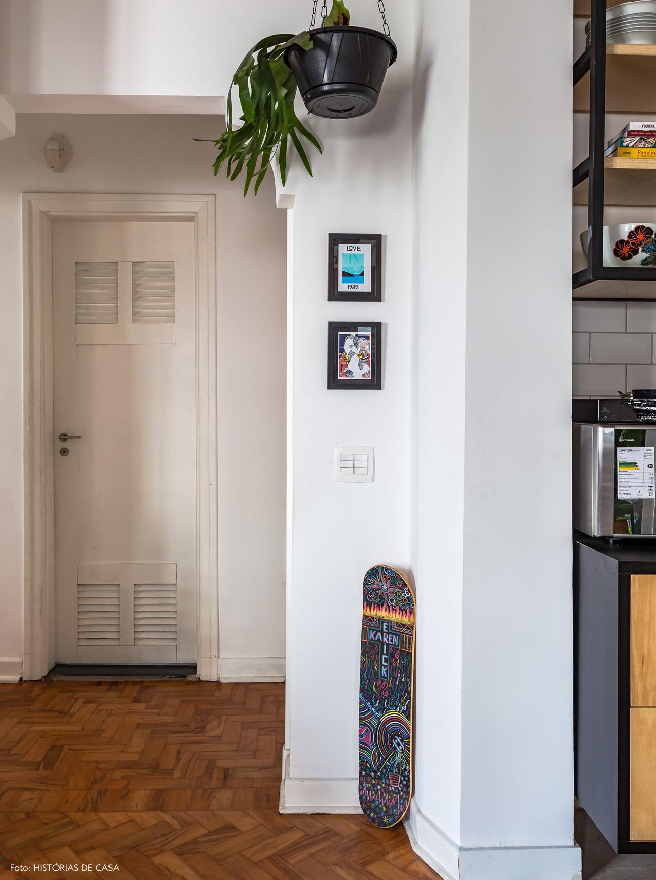 36-decoracao-cozinha-integrada-plantas-pendentes-piso-tacos
