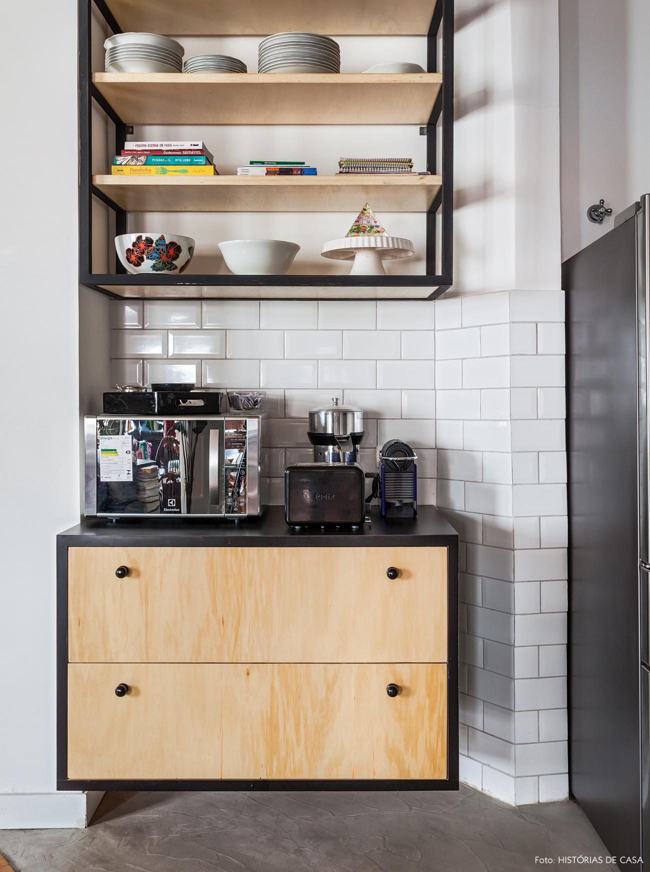 37-decoracao-cozinha-integrada-armario-prateleiras-abertas