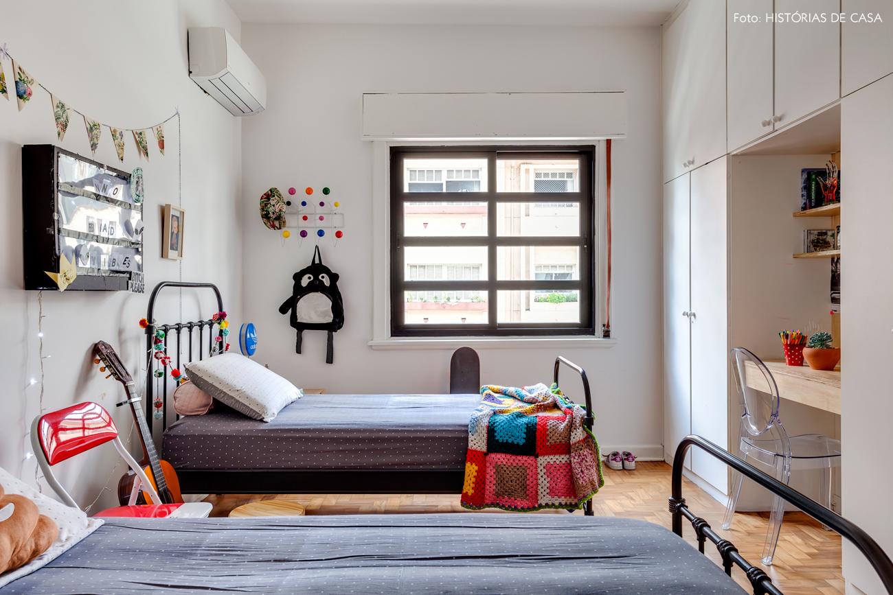 38-decoracao-quarto-crianca-camas-de-ferro-pretas