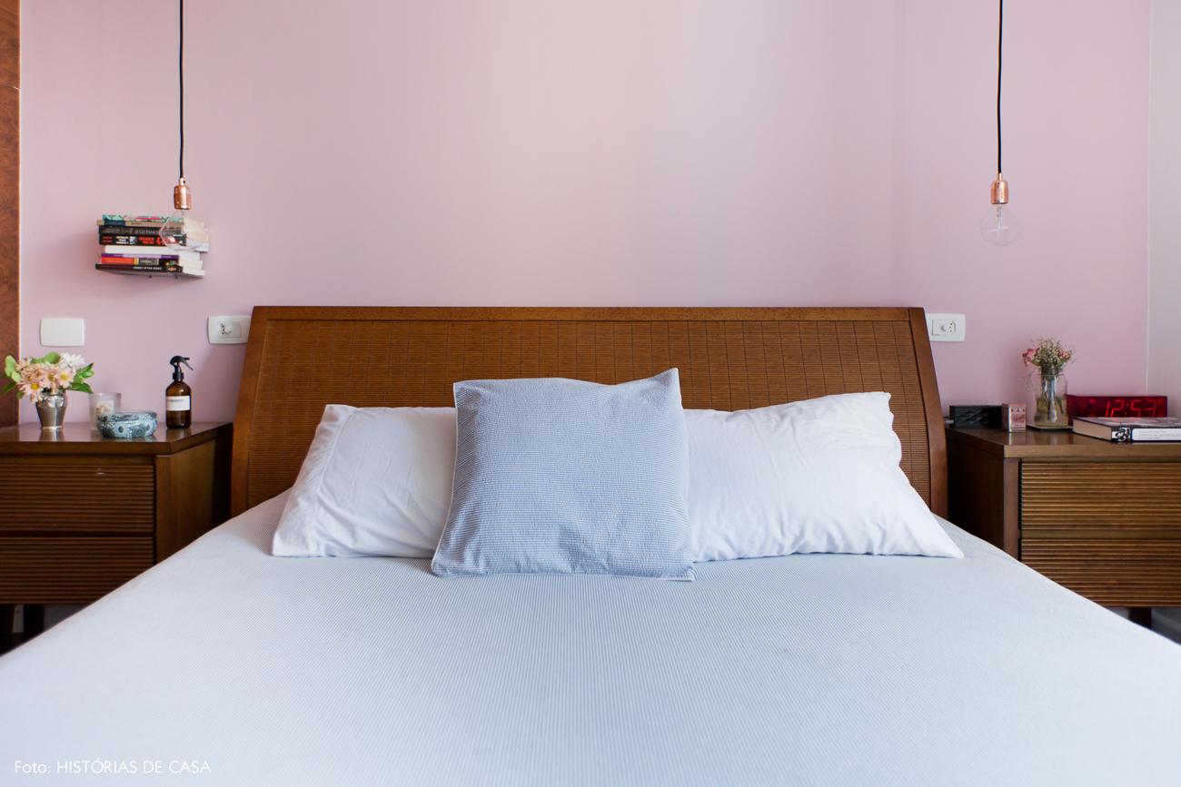 39-decoracao-quarto-casal-parede-rosa-cama-madeira-cobre