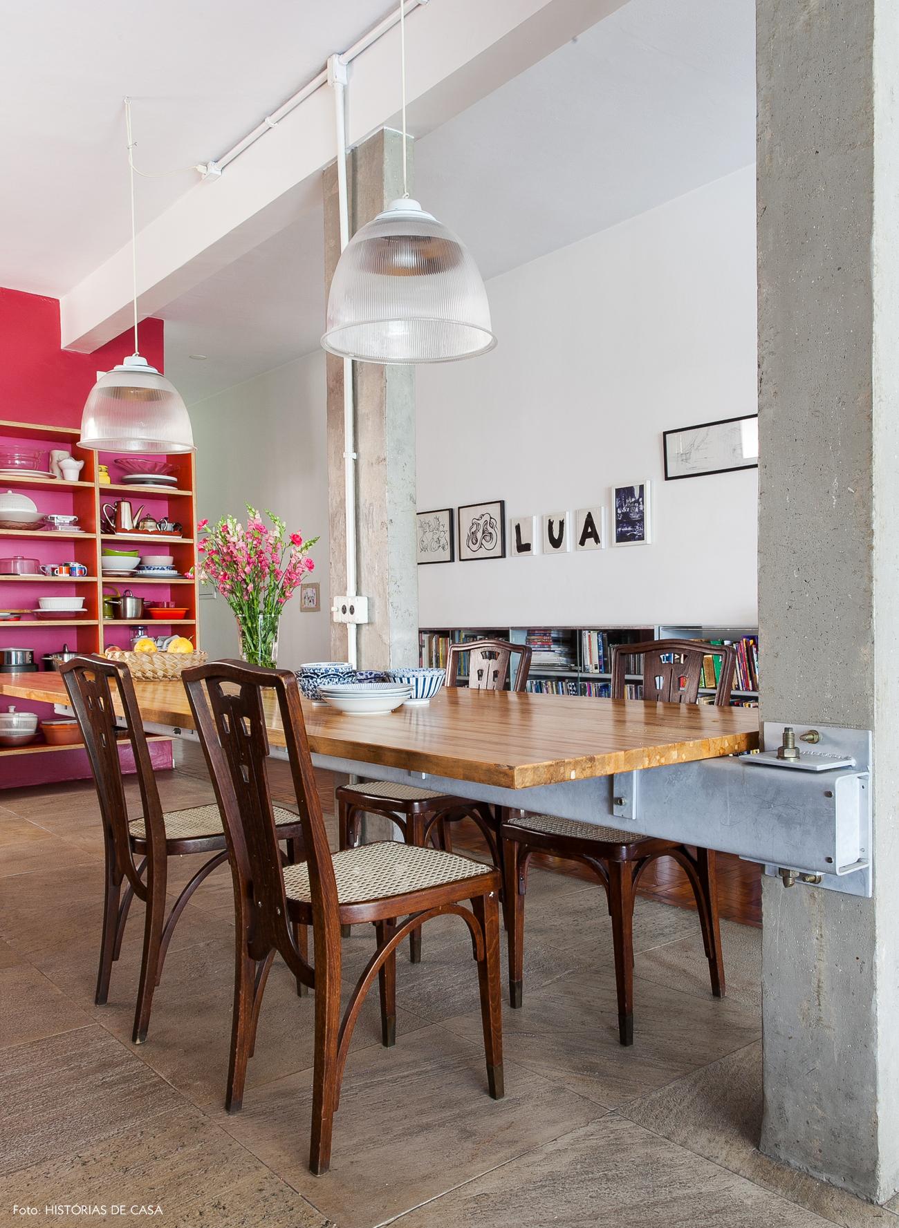 06-decoracao-cozinha-integrada-mesa-madeira-em-balanco