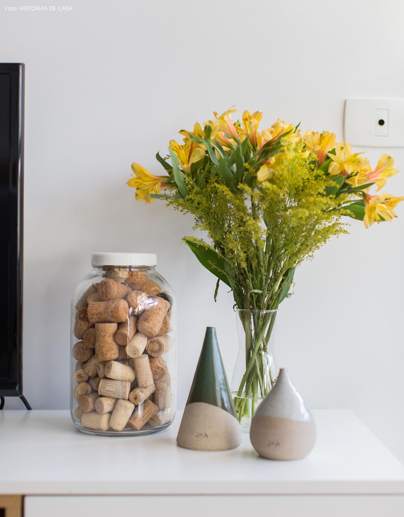 12-decoracao-apartamento-pequeno-vaso-com-rolhas