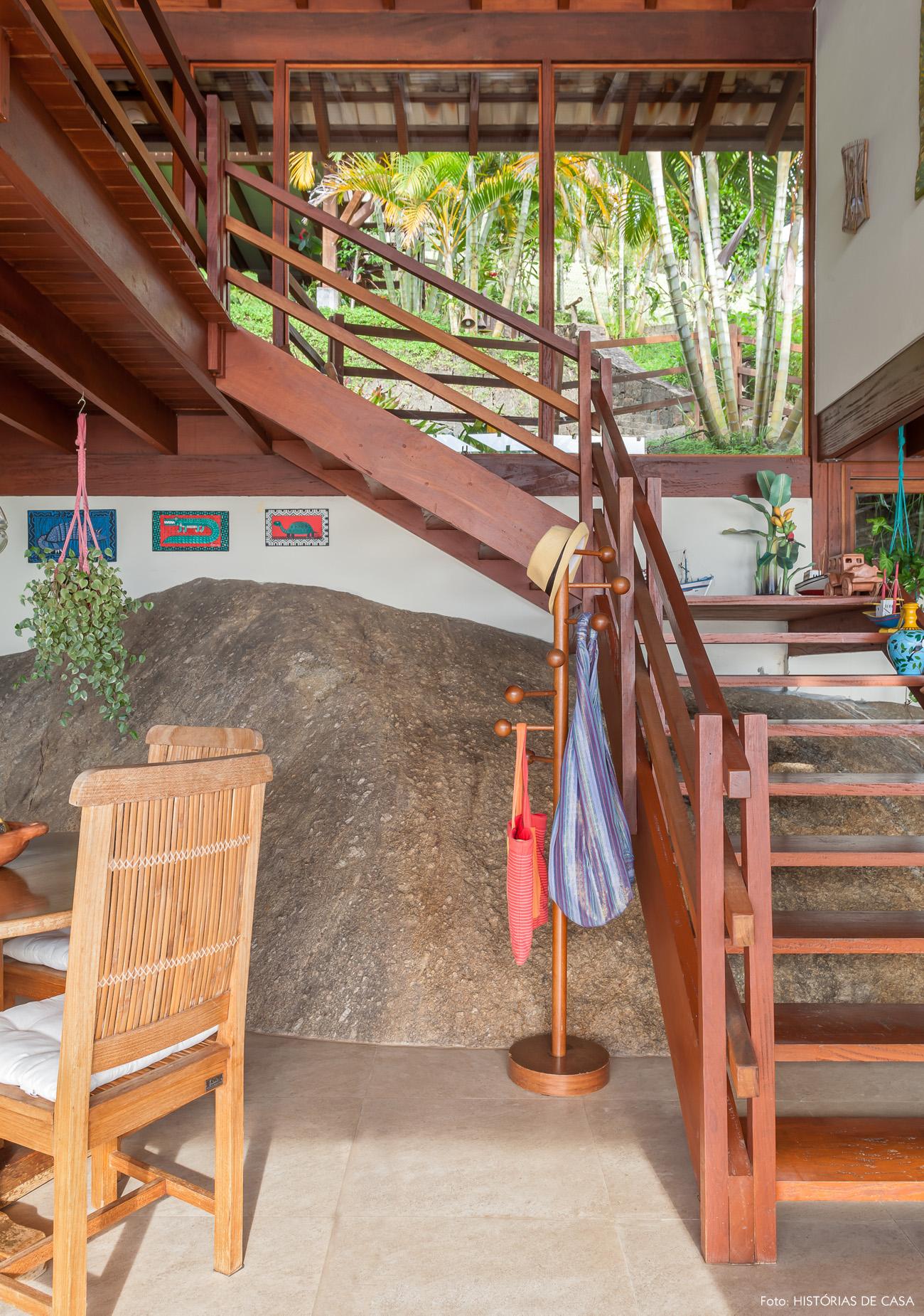 18-decoracao-casa-de-praia-arquitetura-escada-madeira
