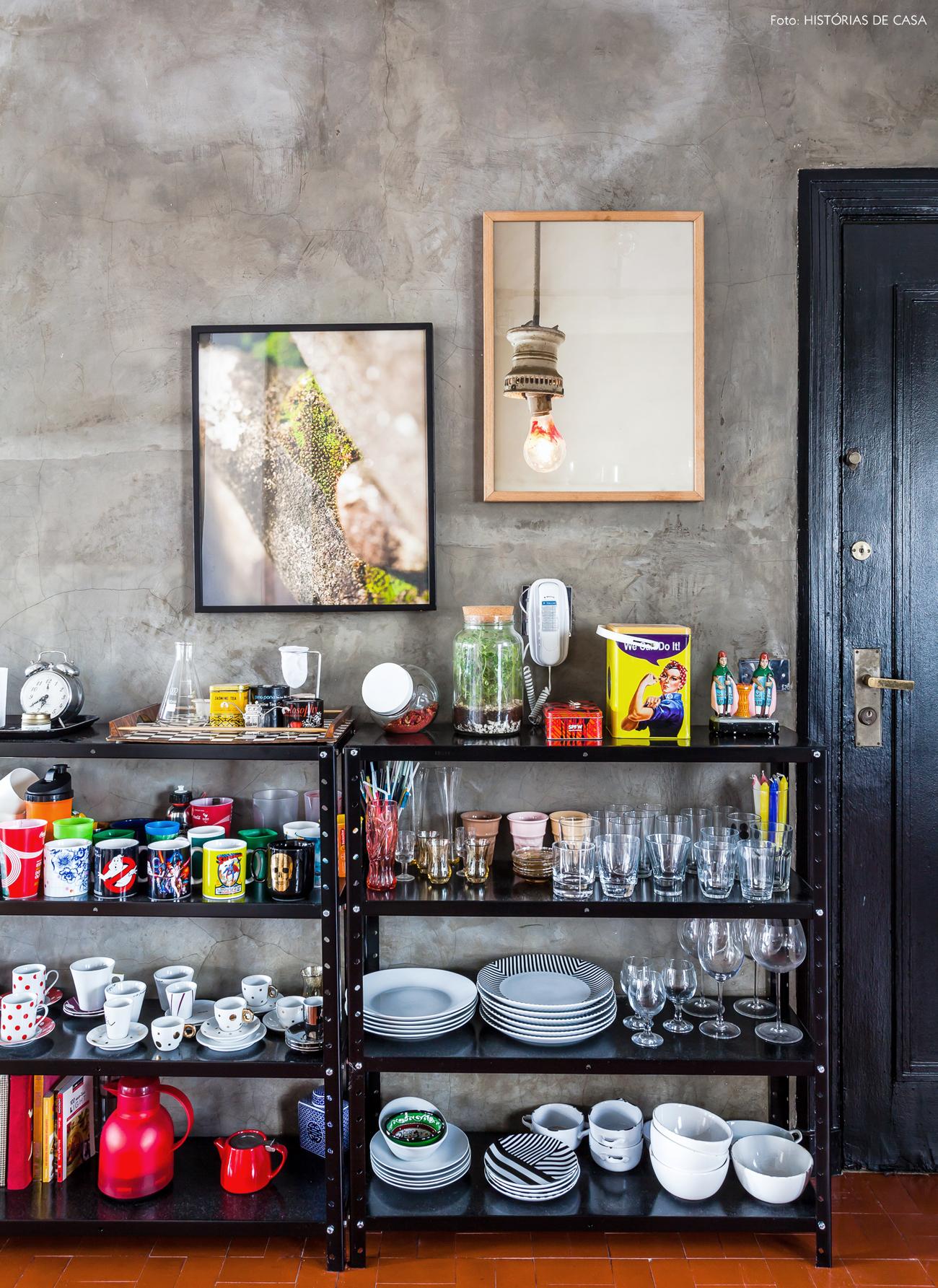 24-decoracao-cozinha-estilo-industrial-estantes-metalicas
