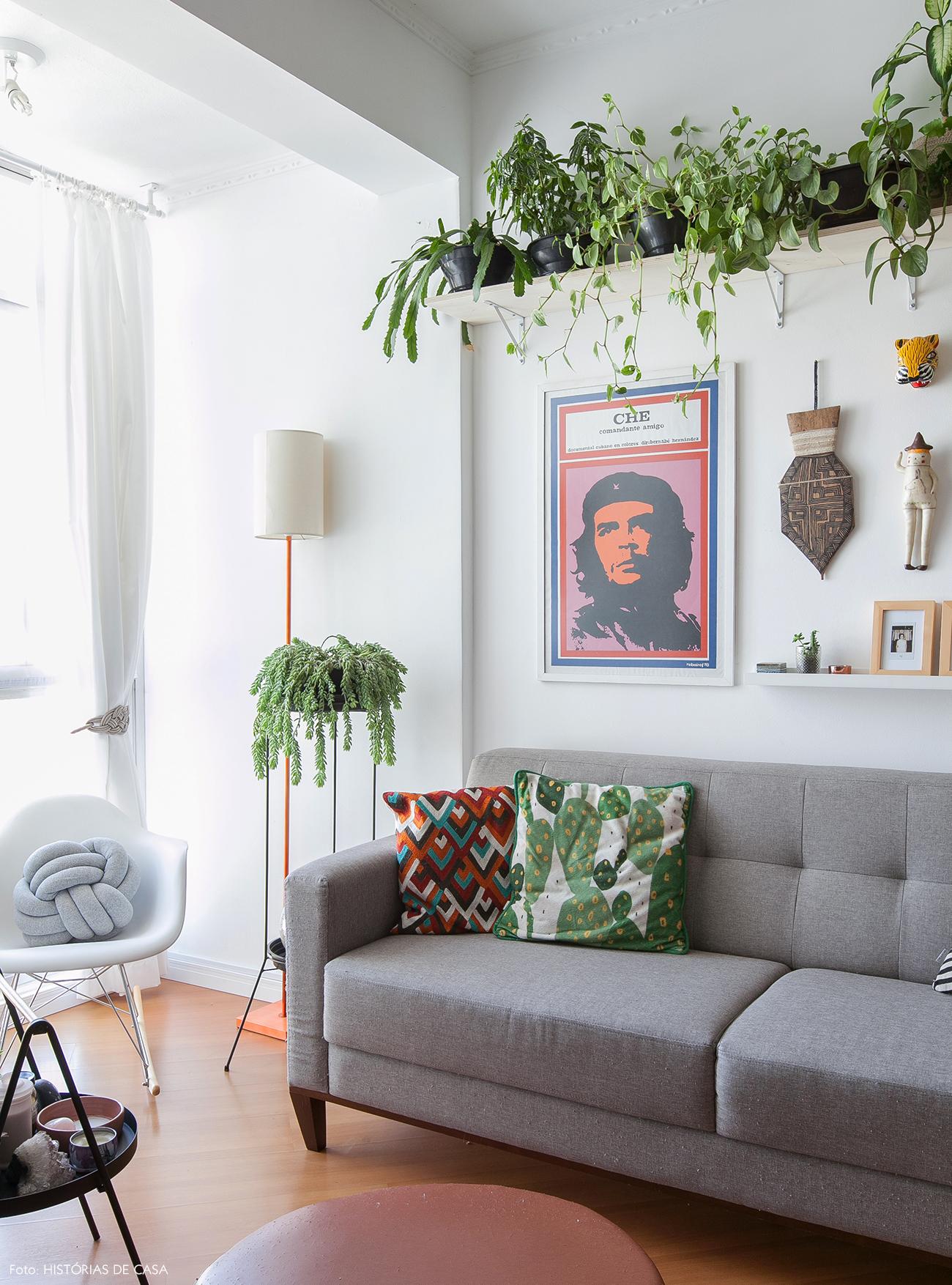 Prateleira Atras Do Sofa Mostra Black U Mdia Visita Mostras Foto  -> Decoracao De Sala Com Prateleiras