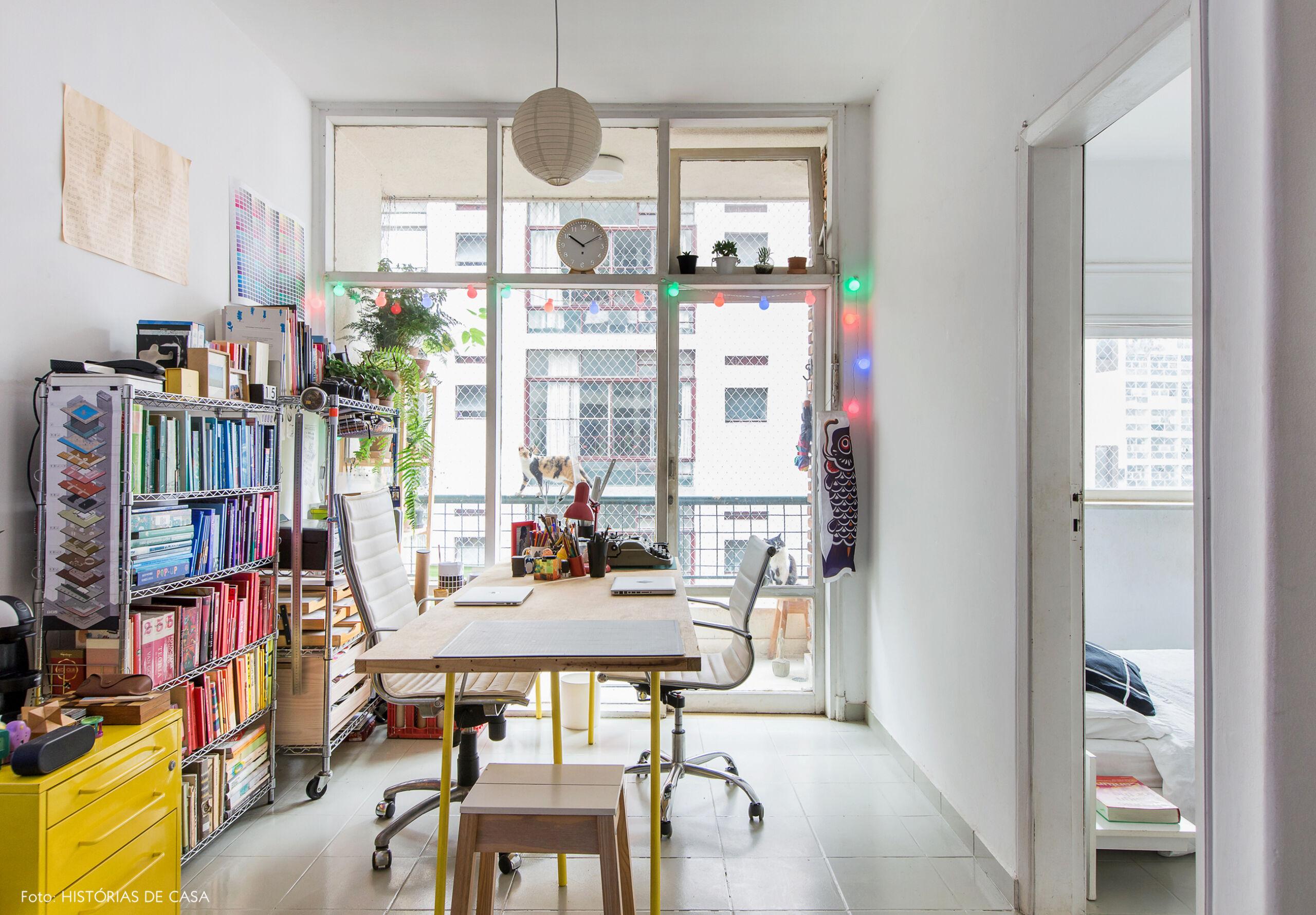 Apartamento pequeno de 40m2 com escritorio montado na sala