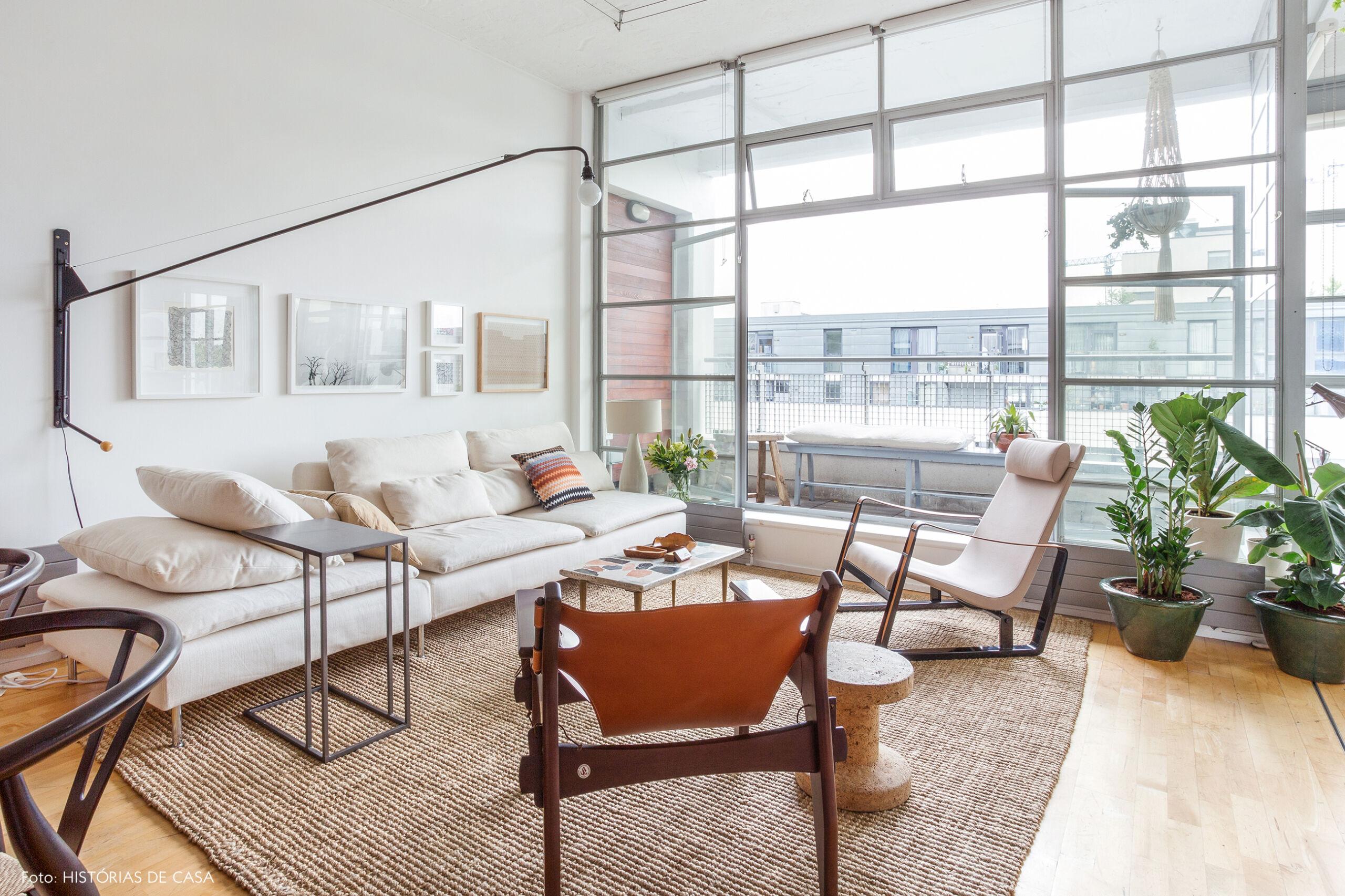 Apartamento com sala integrada e varanda envidraçada, London apartment with contemporary design
