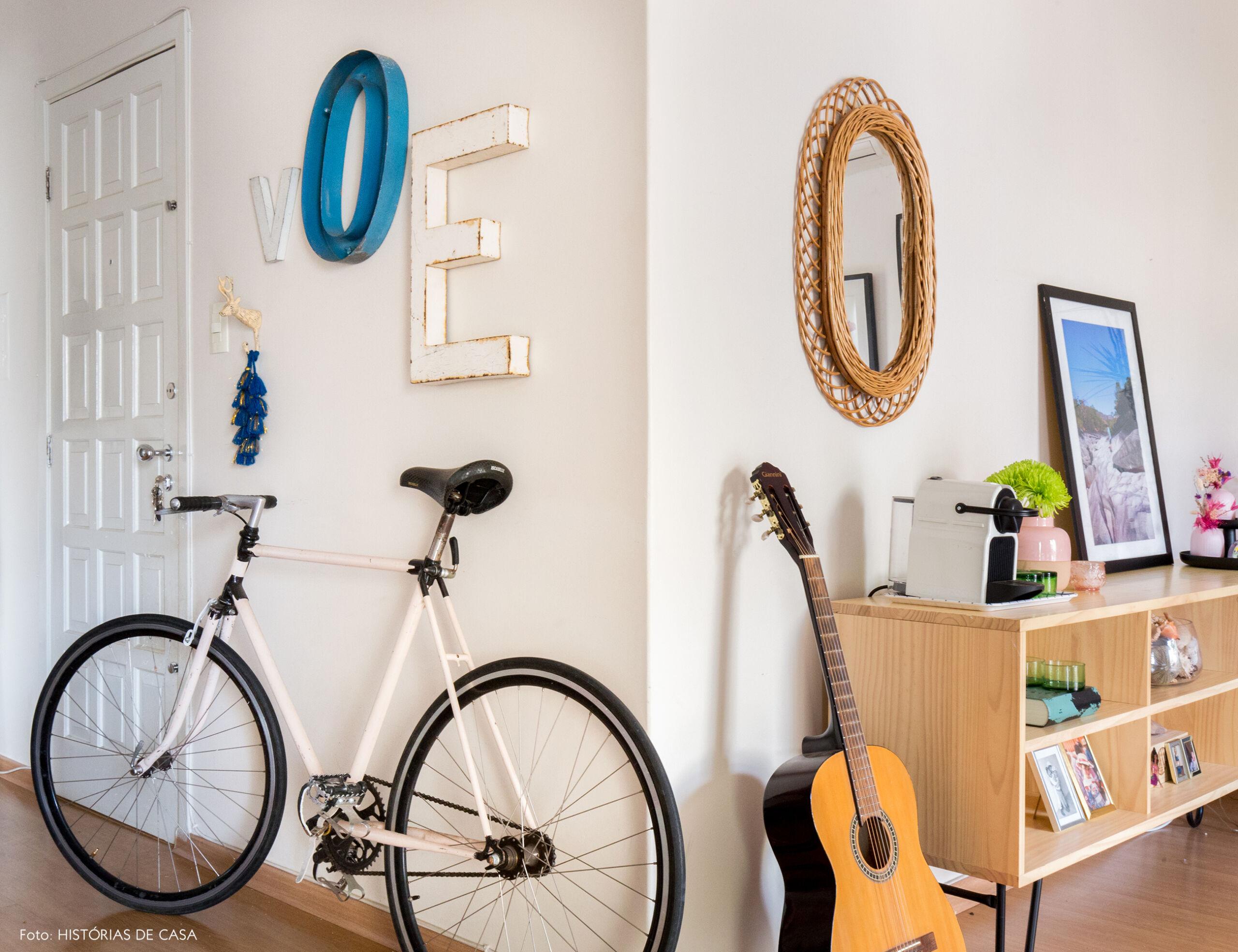 Hall de entrada de apartamento com bike