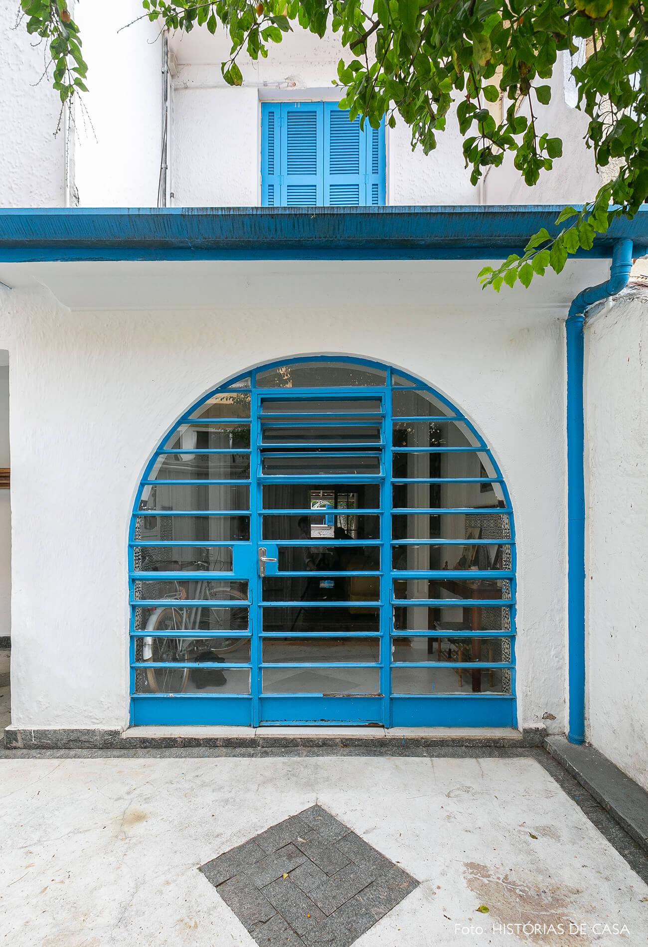 Casa dos anos 40 com esquadrias em arco