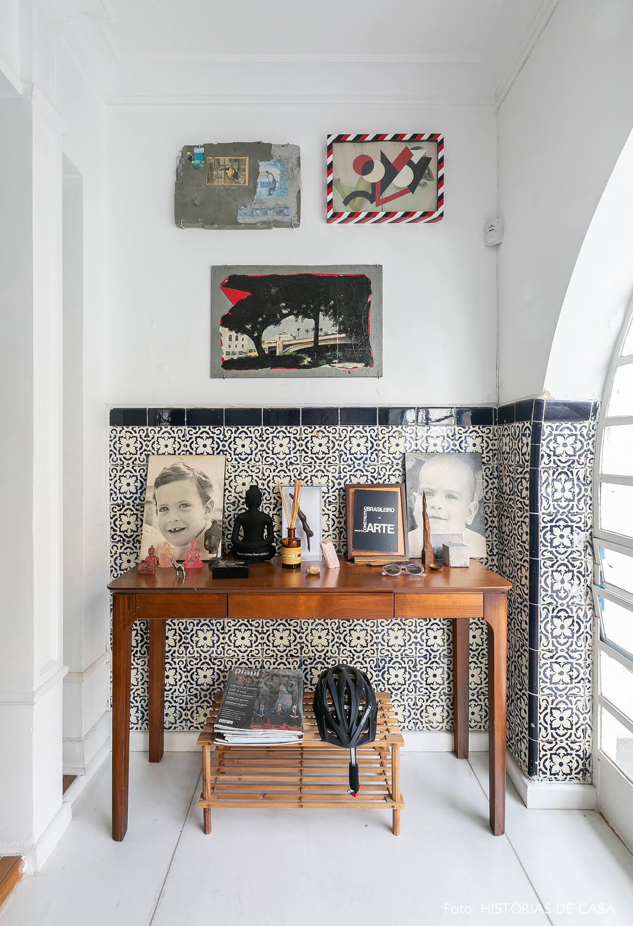 Painel de azulejos original em casa antiga