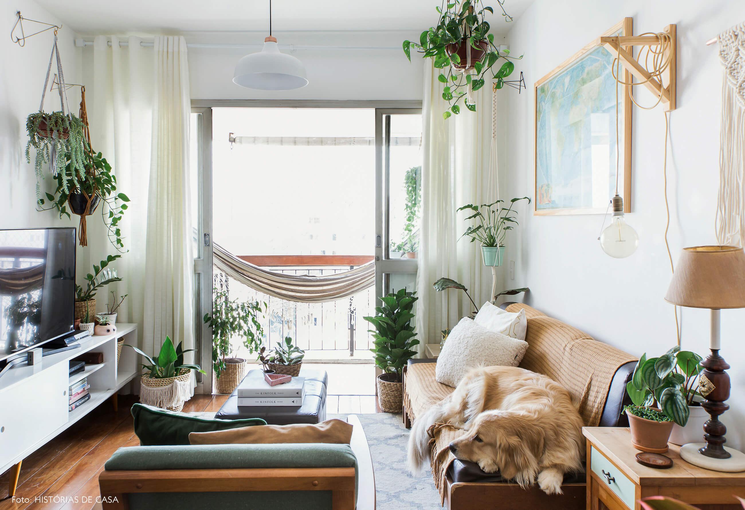 Apartamento pequeno com varanda e rede