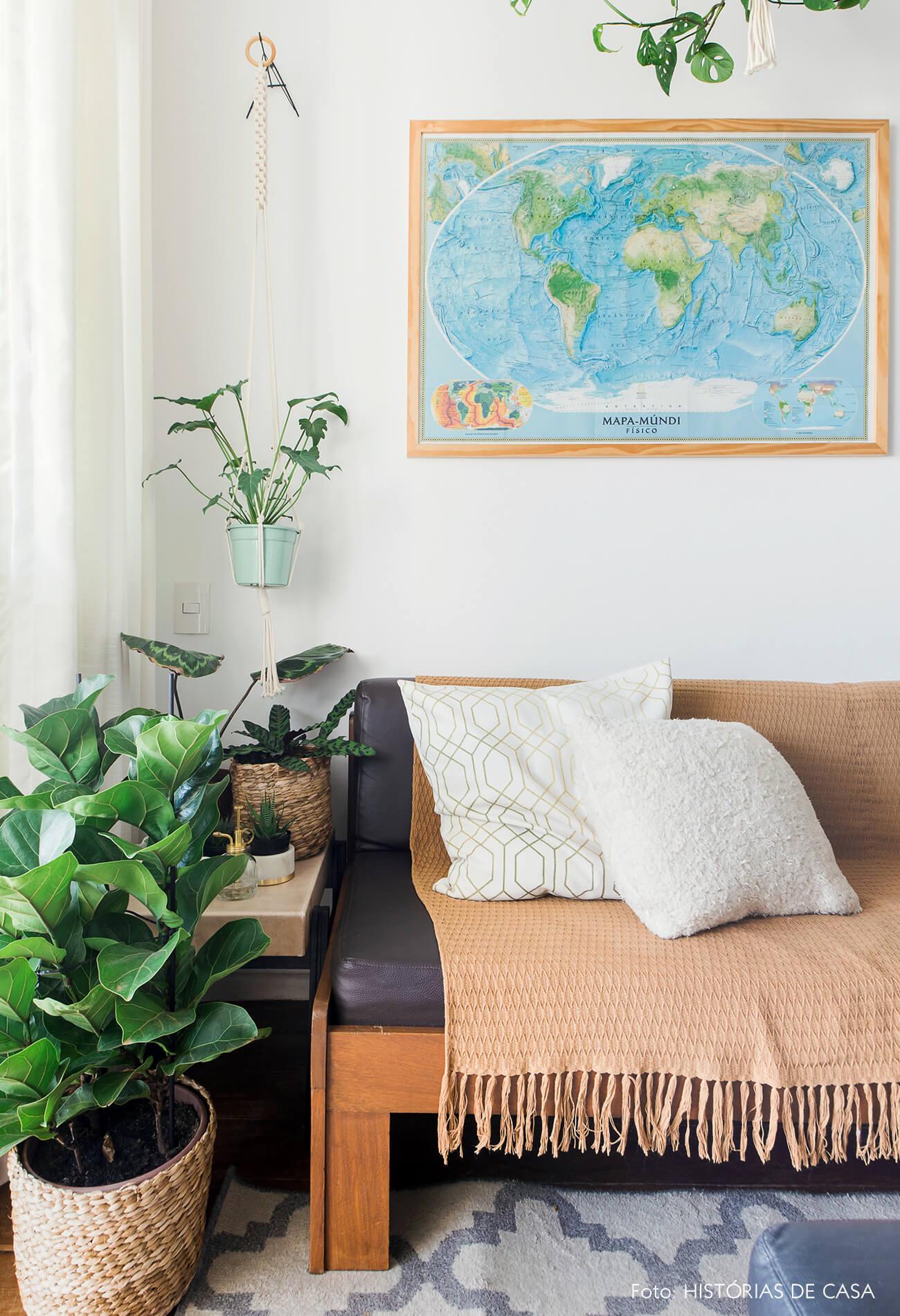 Apartamento pequeno com móveis de família, sofá vintage