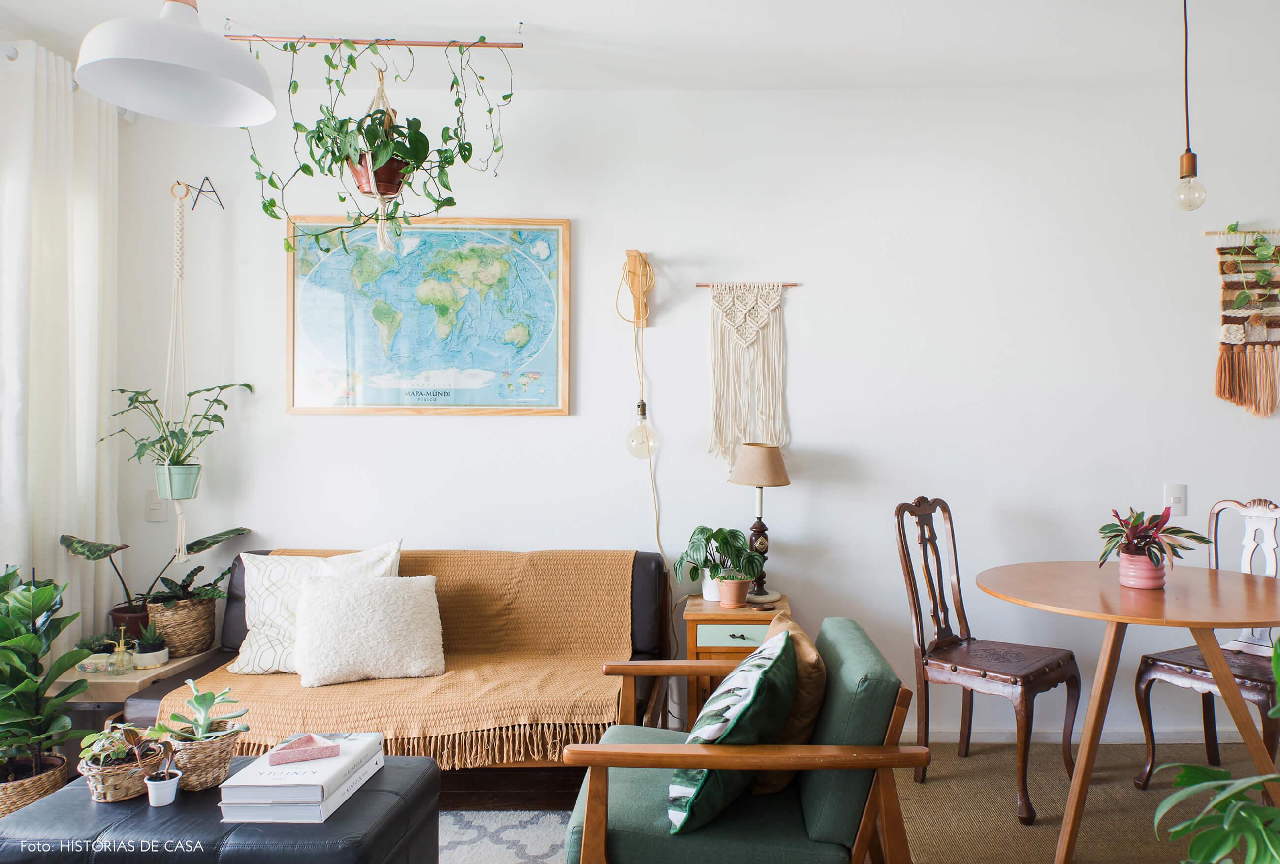 Apartamento pequeno com móveis antigos de família