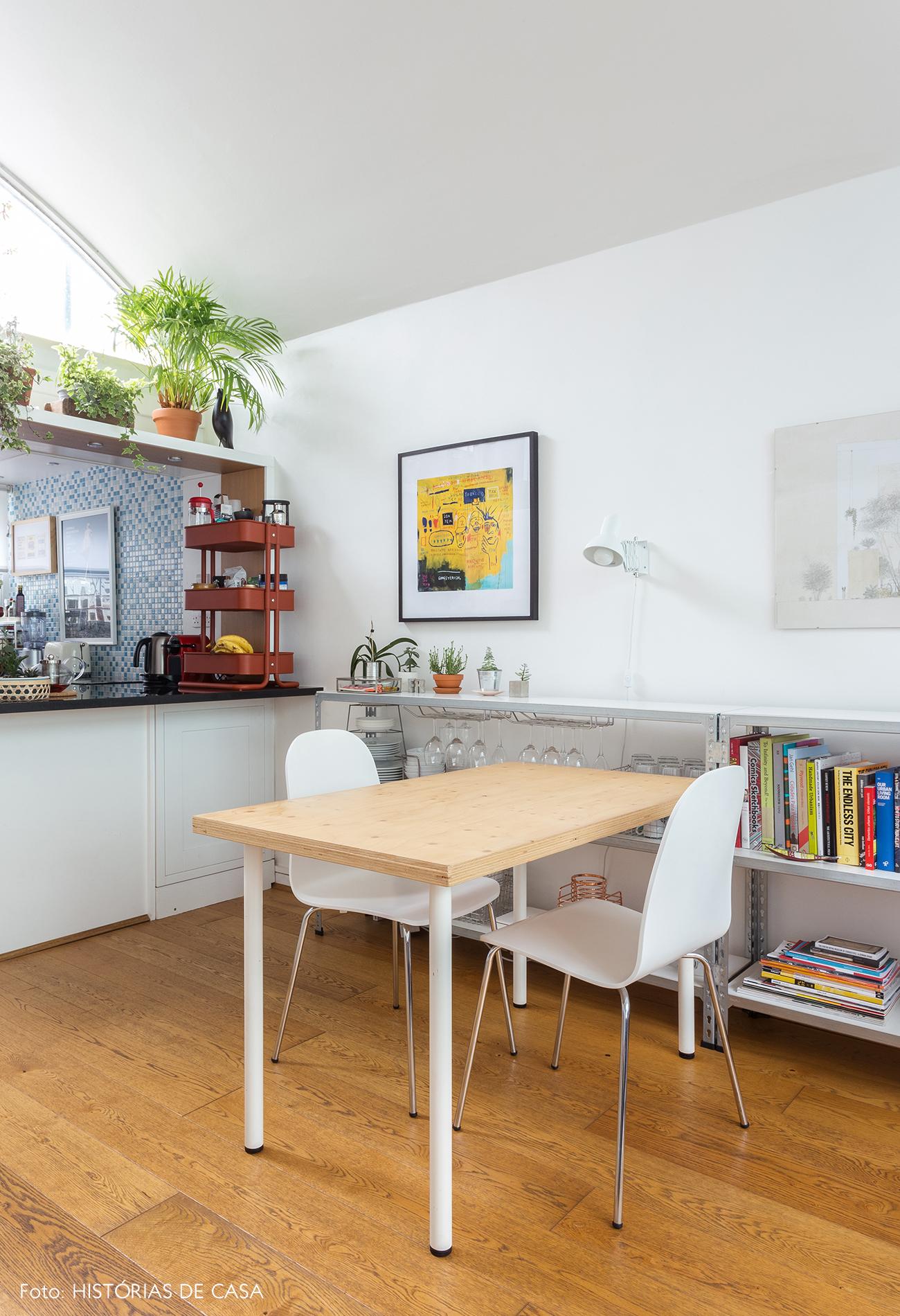 14-decoracao-apartamento-pequeno-sala-de-jantar-estantes
