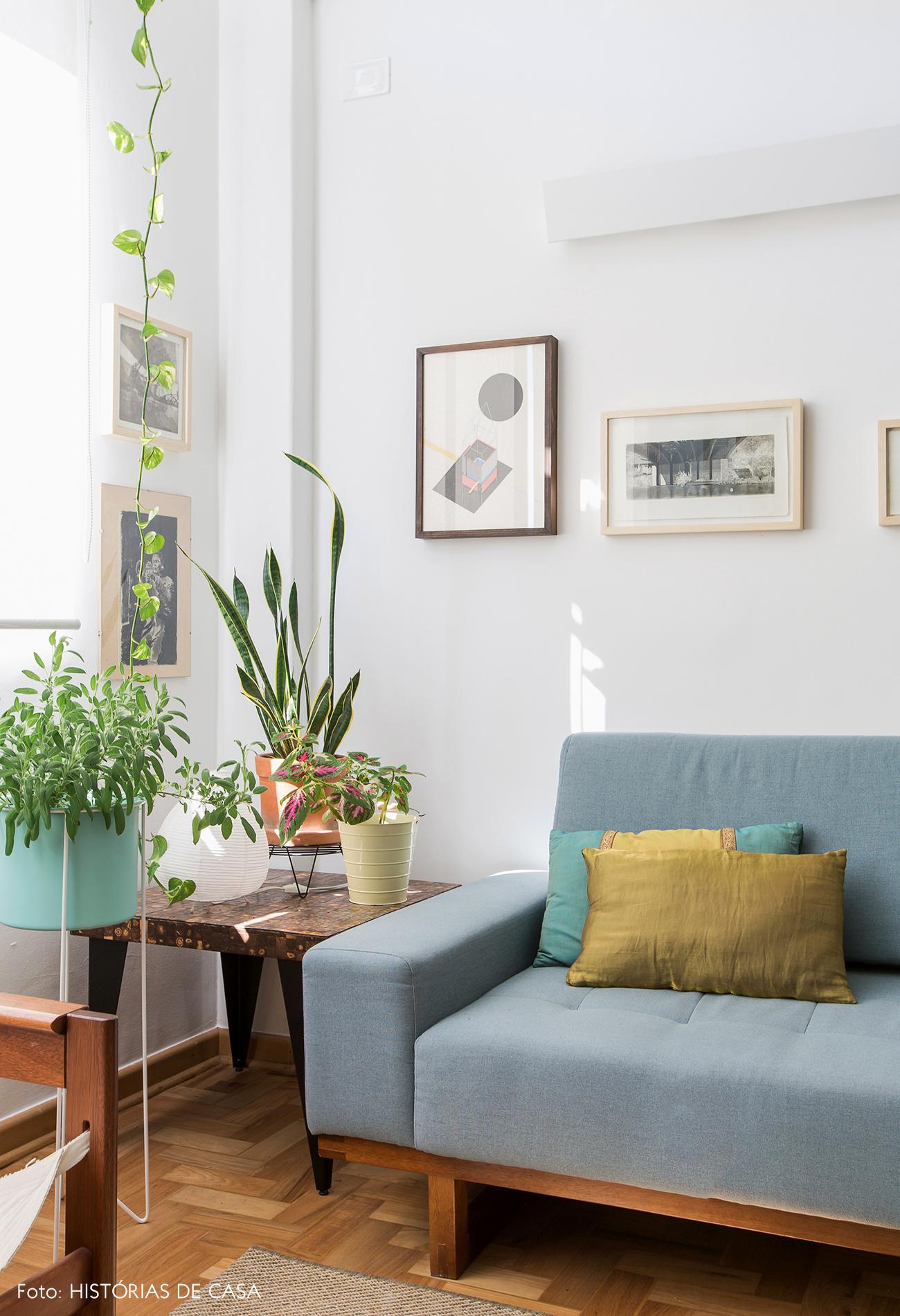 Sofá azul claro da marca Fernando Jaeger