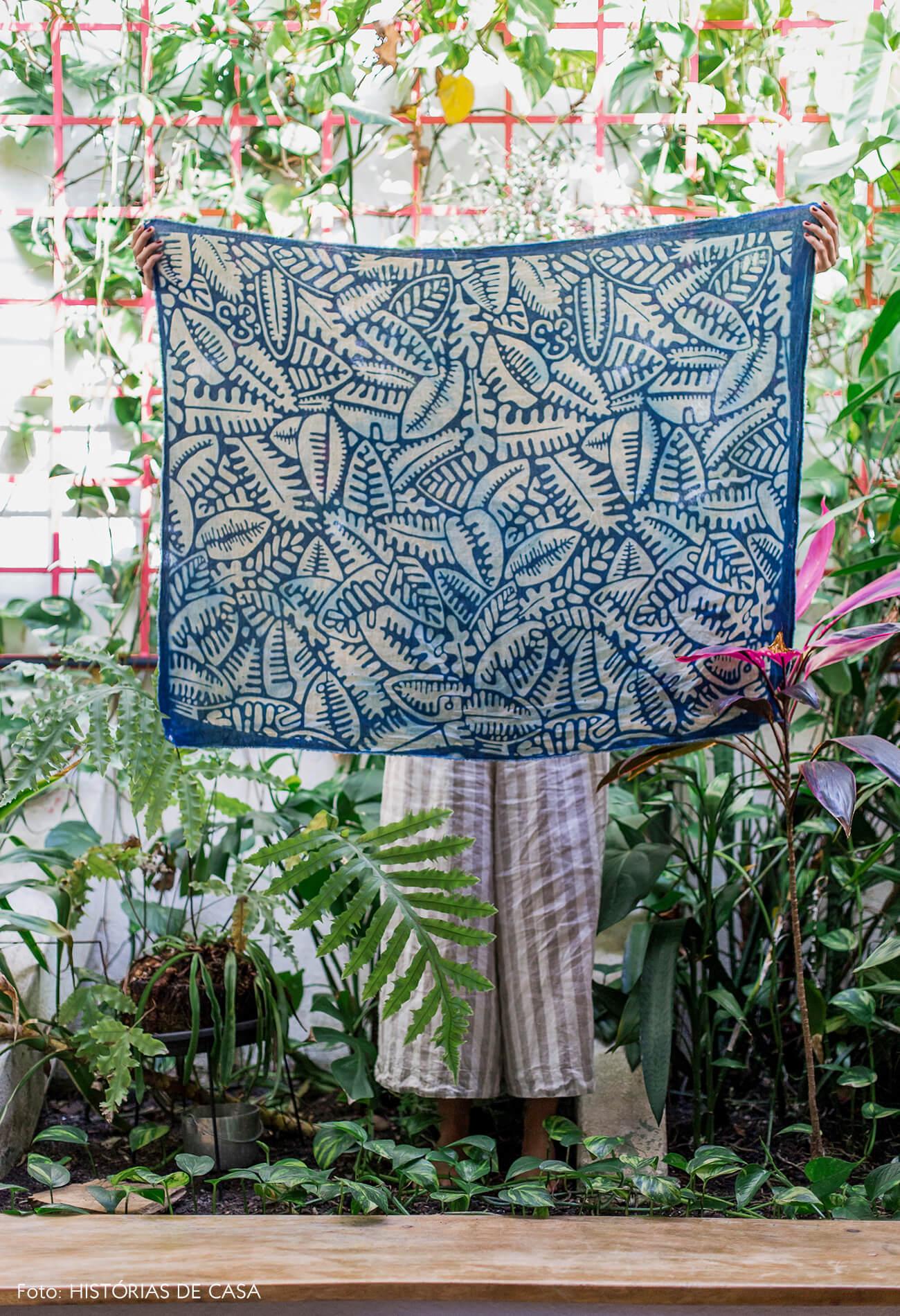 Jardim em casa e painel de tecido artesanal