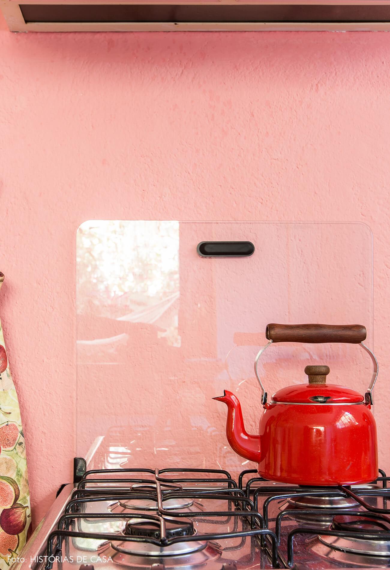 Parede colorida na cozinha